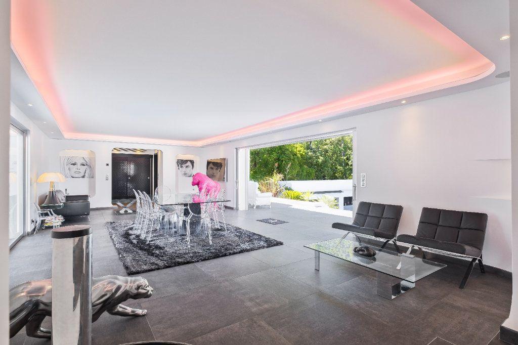 Maison à vendre 8 349.26m2 à Fréjus vignette-3