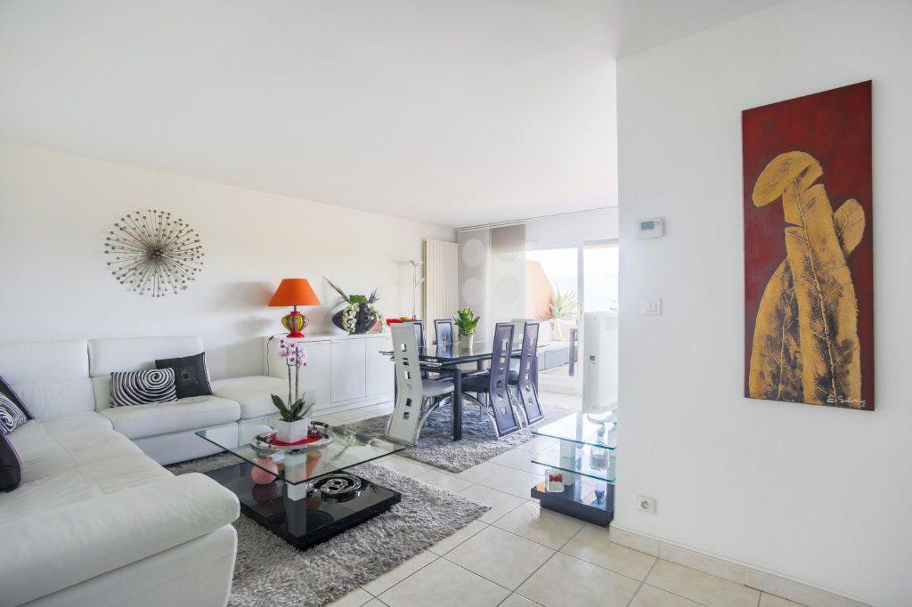 Appartement à vendre 3 68.97m2 à Mandelieu-la-Napoule vignette-2