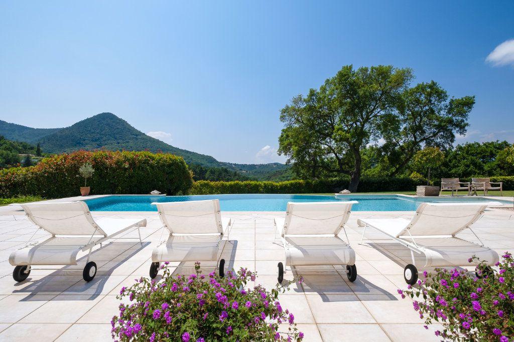 Maison à vendre 11 390m2 à Fréjus vignette-3