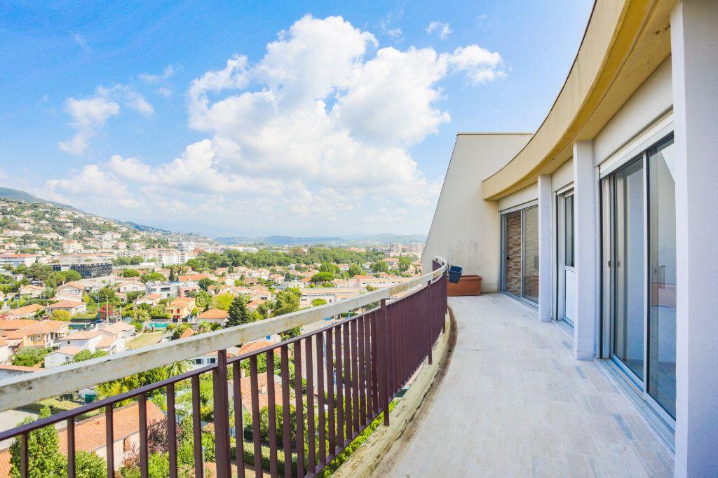 Appartement à louer 3 69.28m2 à Mandelieu-la-Napoule vignette-3