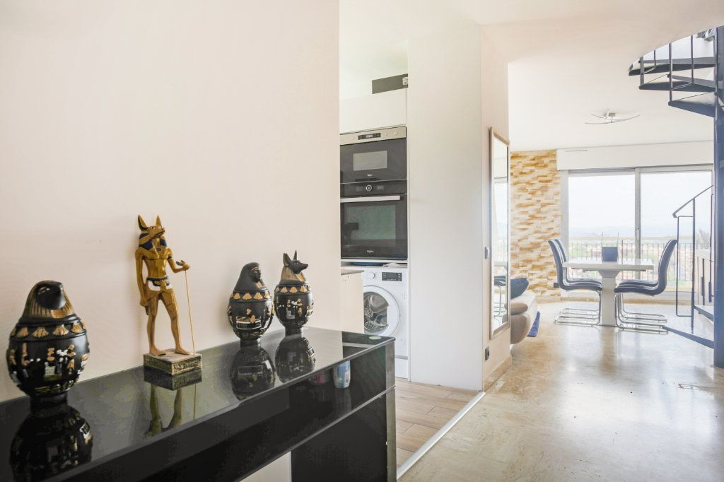 Appartement à louer 3 69.28m2 à Mandelieu-la-Napoule vignette-4