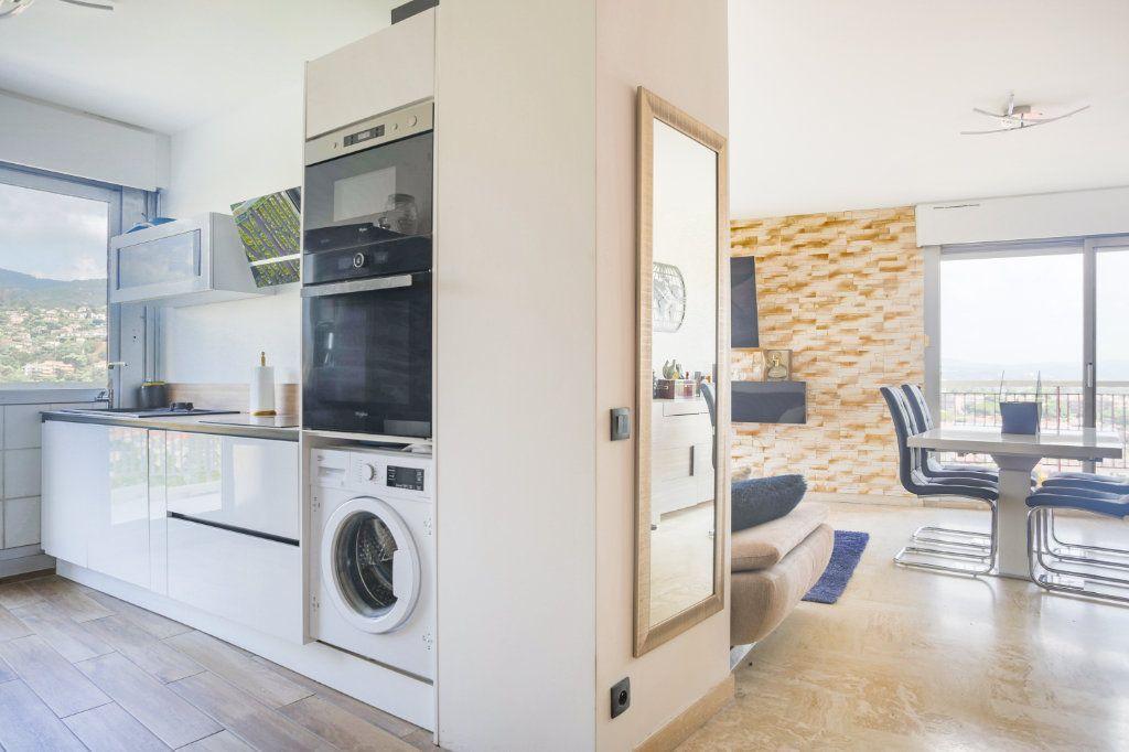 Appartement à louer 3 69.28m2 à Mandelieu-la-Napoule vignette-5