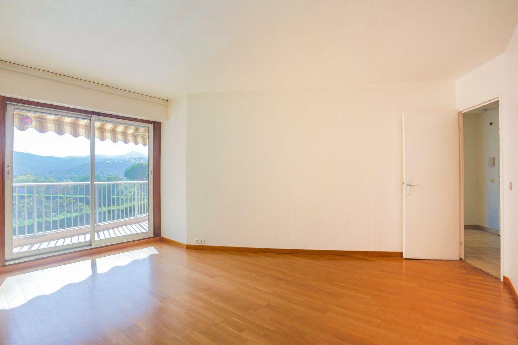 Appartement à louer 2 61m2 à Mandelieu-la-Napoule vignette-1