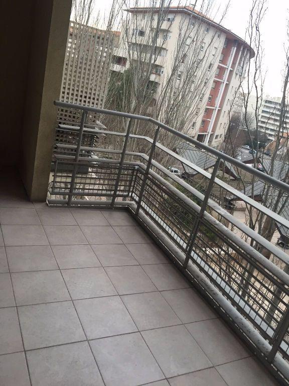 Appartement à louer 3 70.39m2 à Aix-en-Provence vignette-1