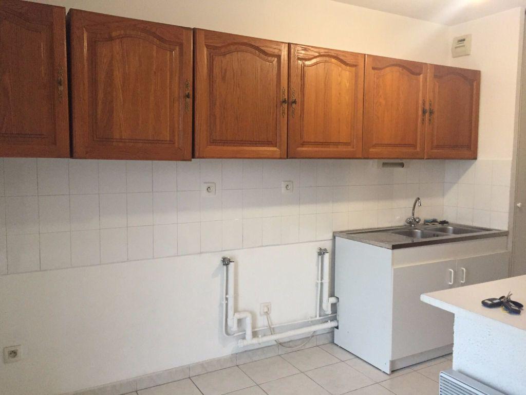 Appartement à louer 3 70.39m2 à Aix-en-Provence vignette-3