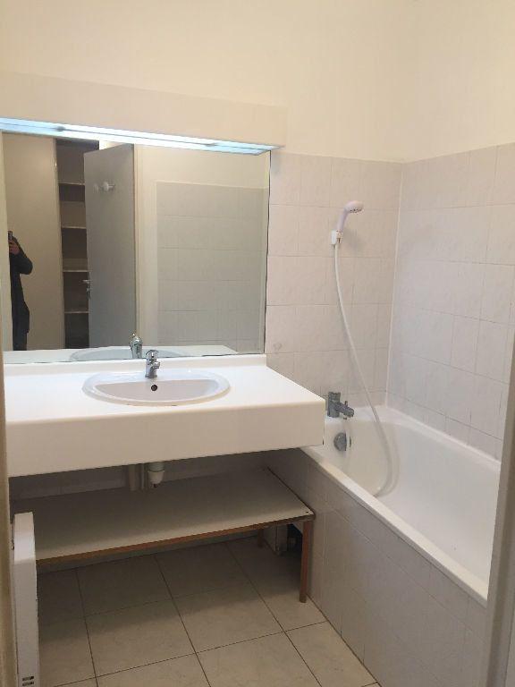 Appartement à louer 3 70.39m2 à Aix-en-Provence vignette-5