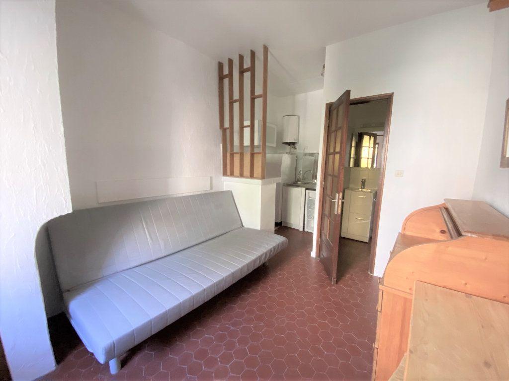 Appartement à louer 1 14.4m2 à Aix-en-Provence vignette-1