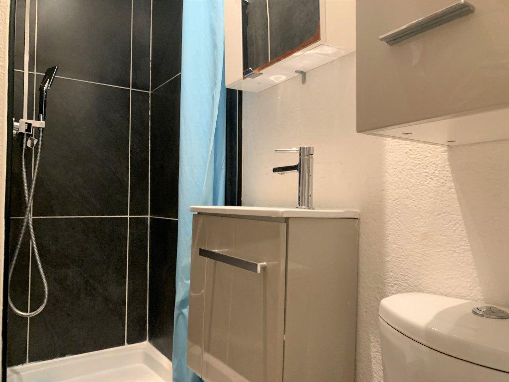 Appartement à louer 1 14m2 à Aix-en-Provence vignette-4