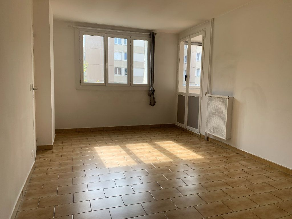 Appartement à louer 4 79.77m2 à Aix-en-Provence vignette-2