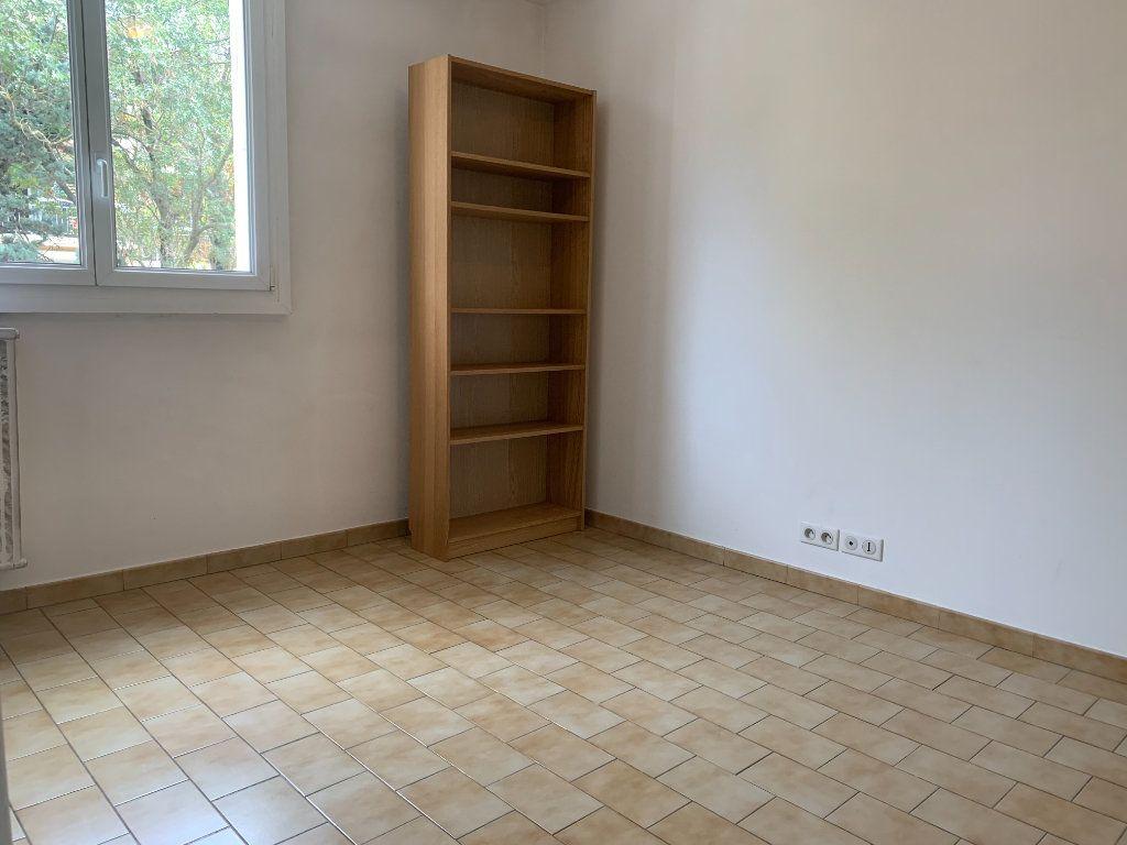 Appartement à louer 4 79.77m2 à Aix-en-Provence vignette-4