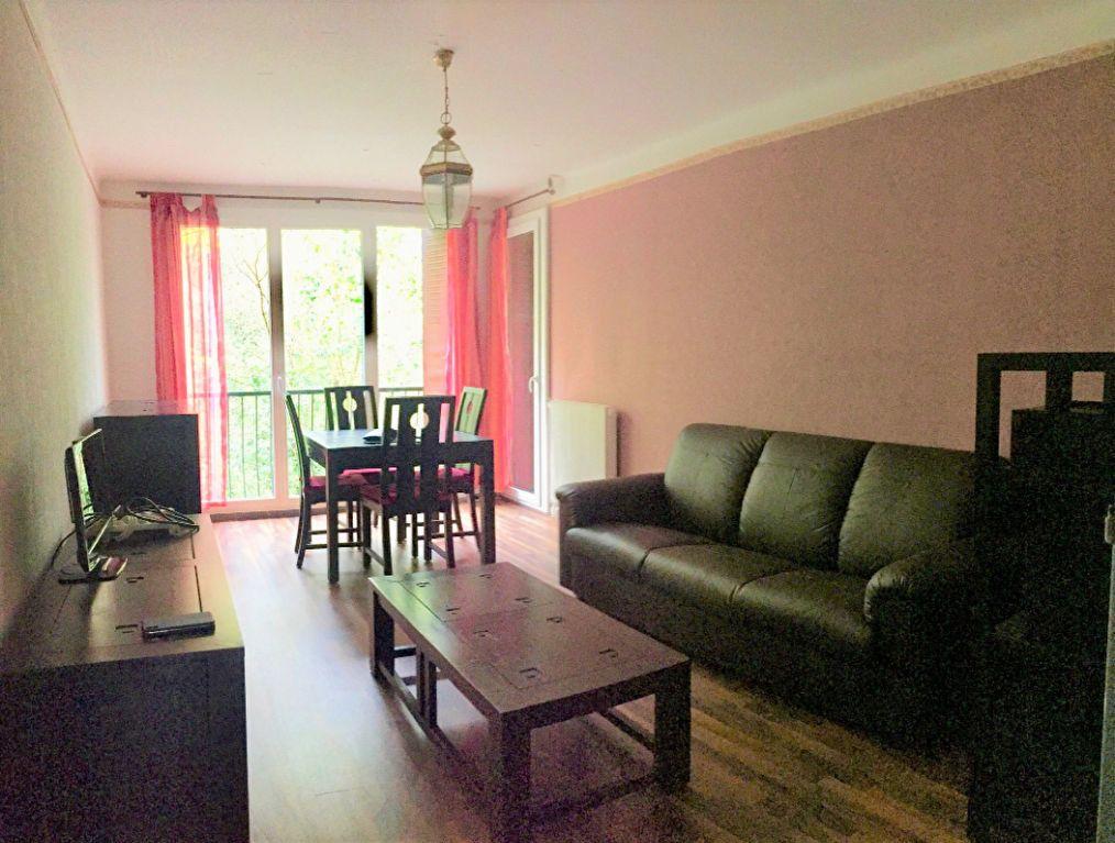 Appartement à louer 3 61.9m2 à Aix-en-Provence vignette-1