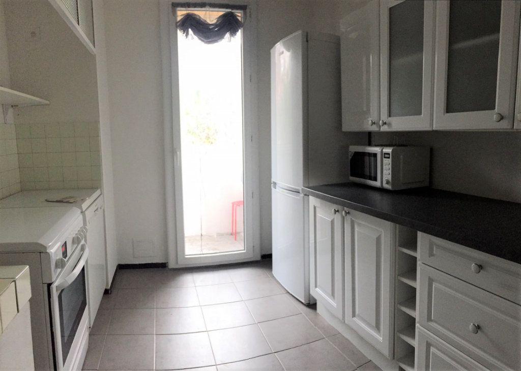 Appartement à louer 3 61.9m2 à Aix-en-Provence vignette-3