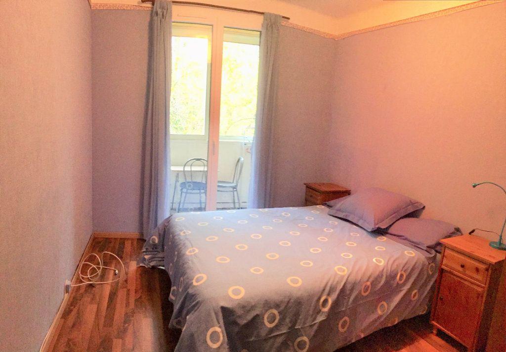 Appartement à louer 3 61.9m2 à Aix-en-Provence vignette-5