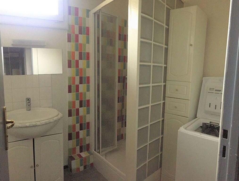 Appartement à louer 3 61.9m2 à Aix-en-Provence vignette-6