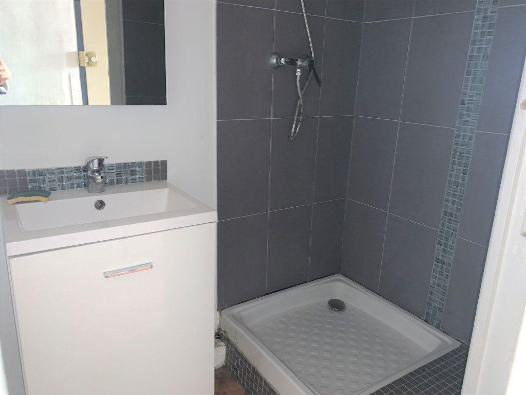 Appartement à louer 1 27.2m2 à Aix-en-Provence vignette-4