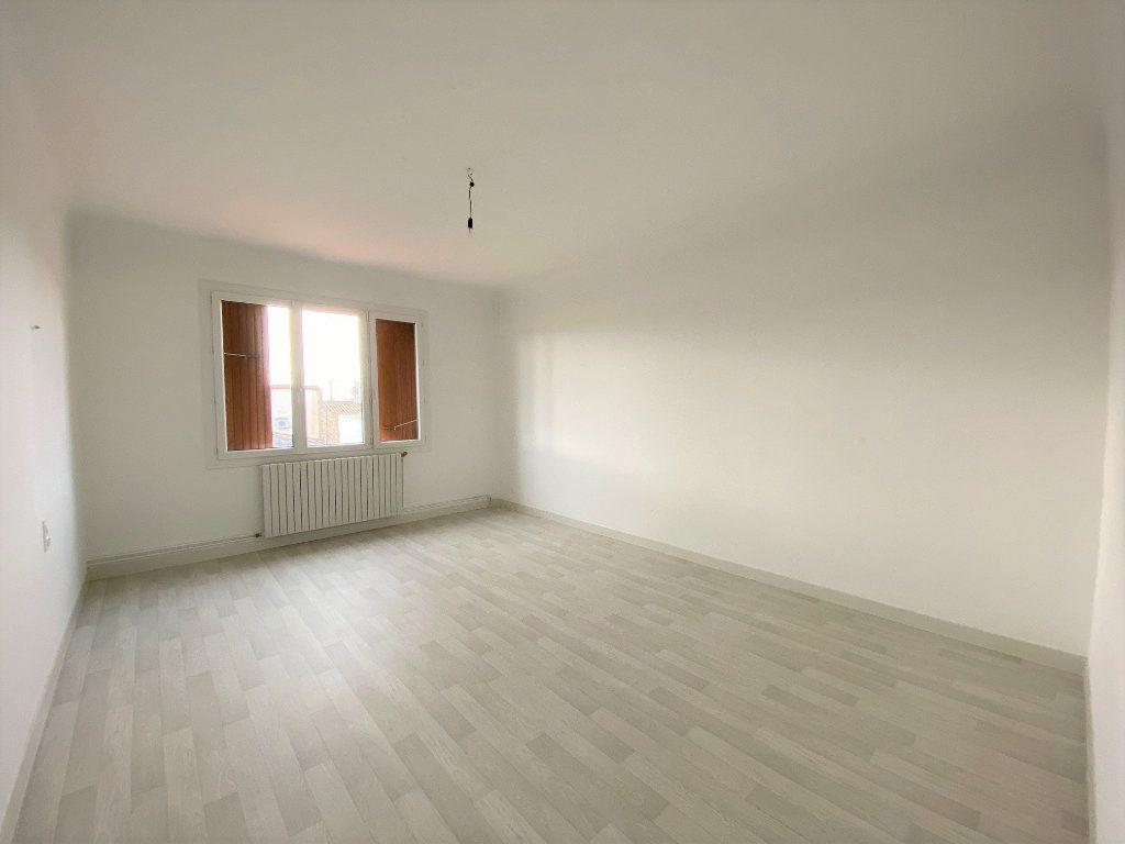 Maison à louer 3 89.05m2 à La Fare-les-Oliviers vignette-4