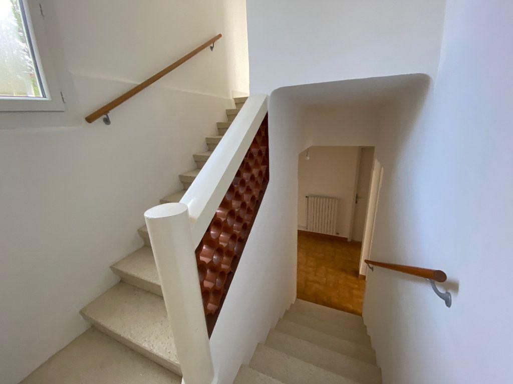 Maison à louer 3 89.05m2 à La Fare-les-Oliviers vignette-5