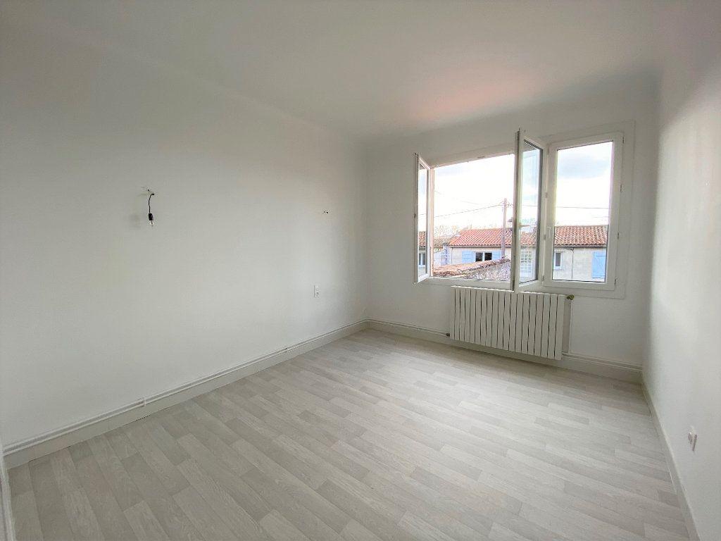 Maison à louer 3 89.05m2 à La Fare-les-Oliviers vignette-7