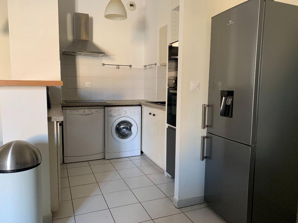 Appartement à louer 2 58.6m2 à Aix-en-Provence vignette-3