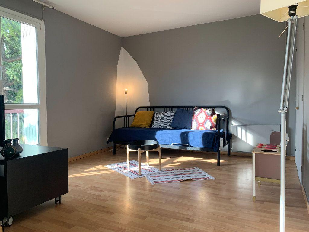 Appartement à louer 3 83.61m2 à Aix-en-Provence vignette-1