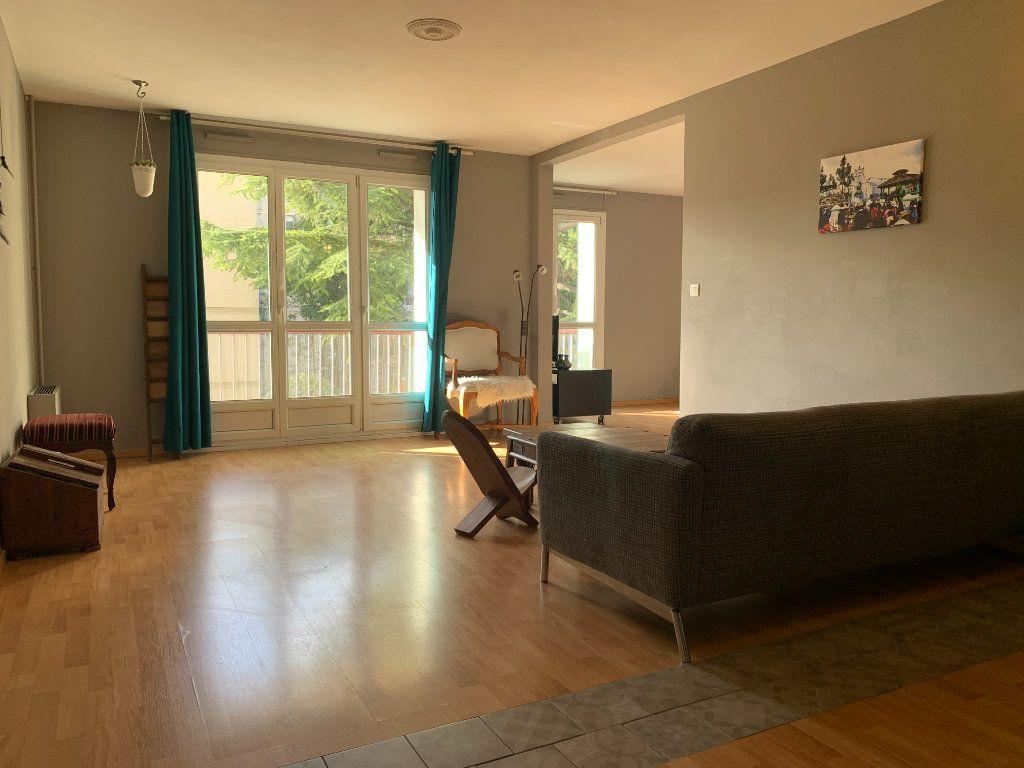 Appartement à louer 3 83.61m2 à Aix-en-Provence vignette-2