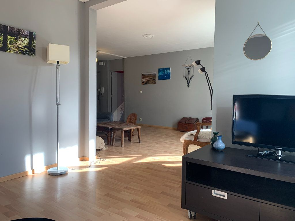 Appartement à louer 3 83.61m2 à Aix-en-Provence vignette-3