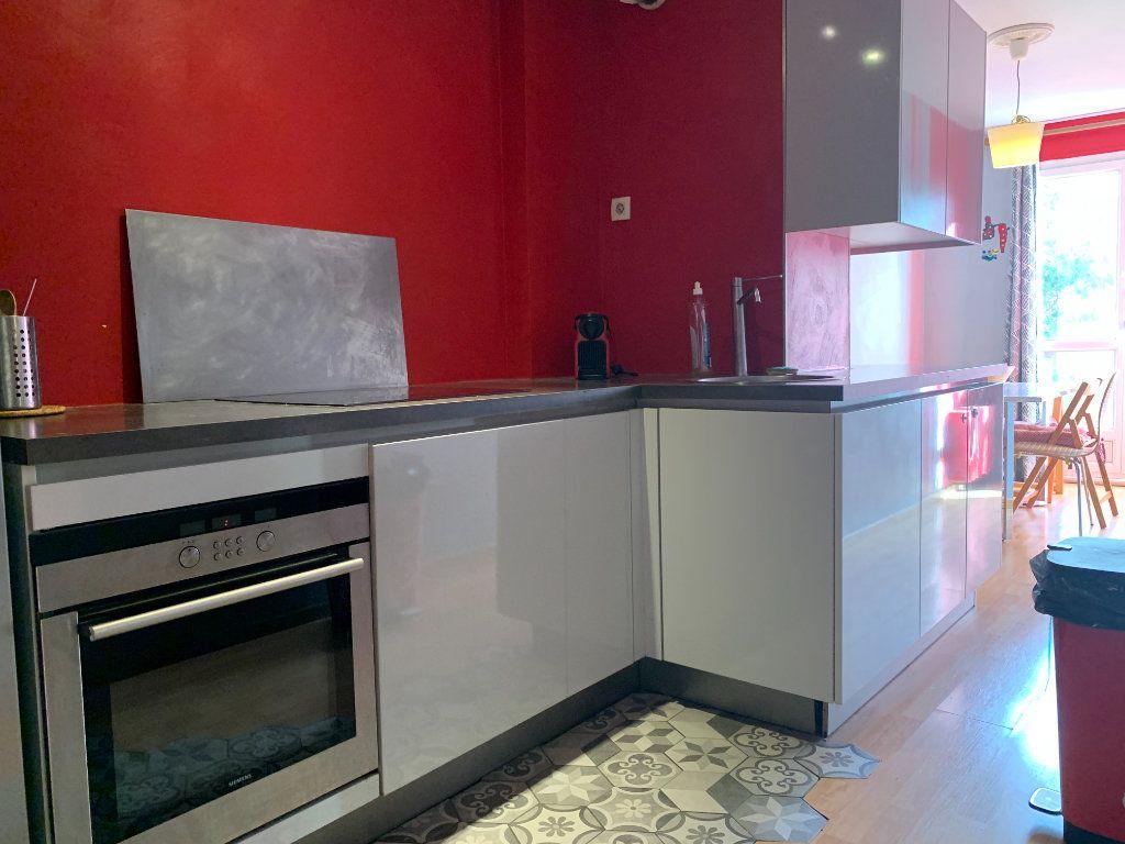 Appartement à louer 3 83.61m2 à Aix-en-Provence vignette-8