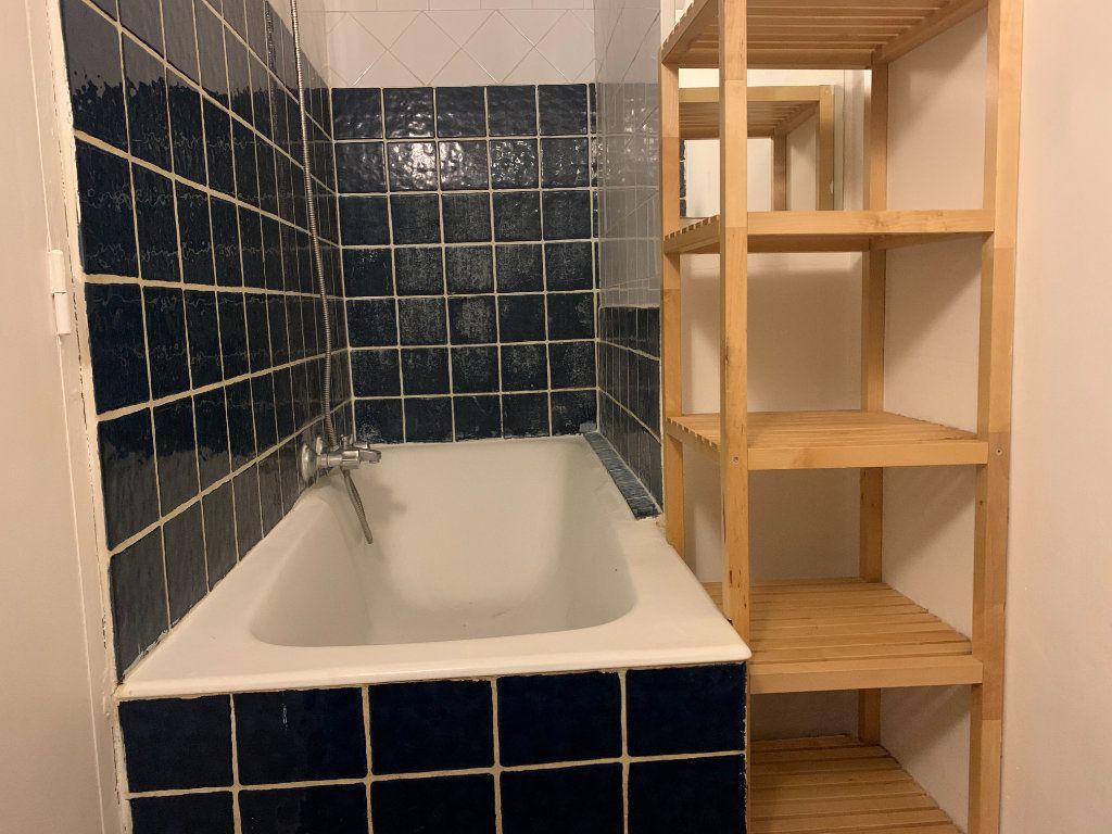 Appartement à louer 1 26.59m2 à Aix-en-Provence vignette-2