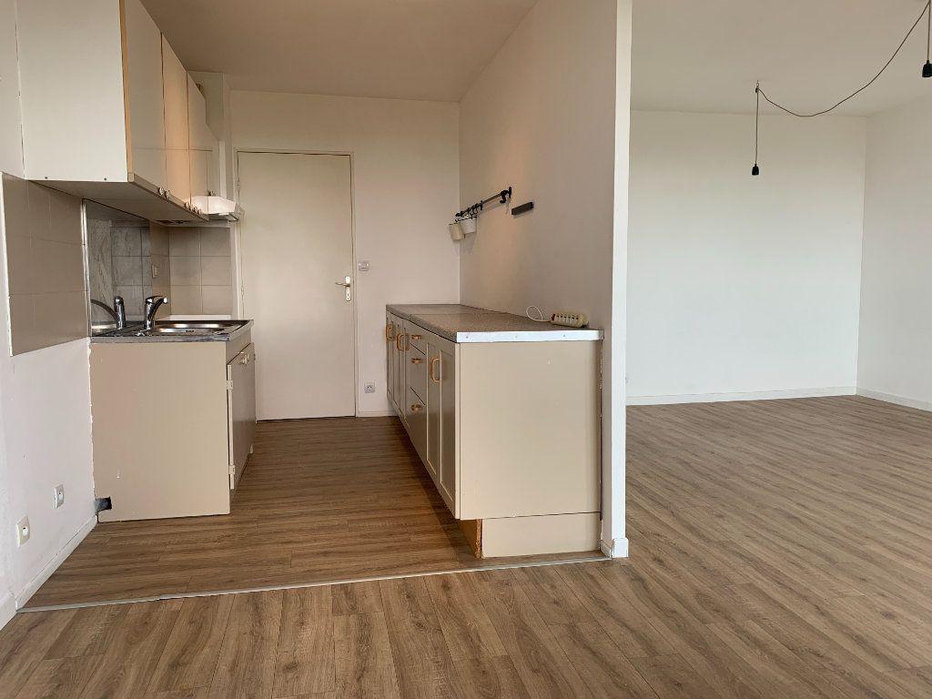 Appartement à louer 3 63.9m2 à Éguilles vignette-1