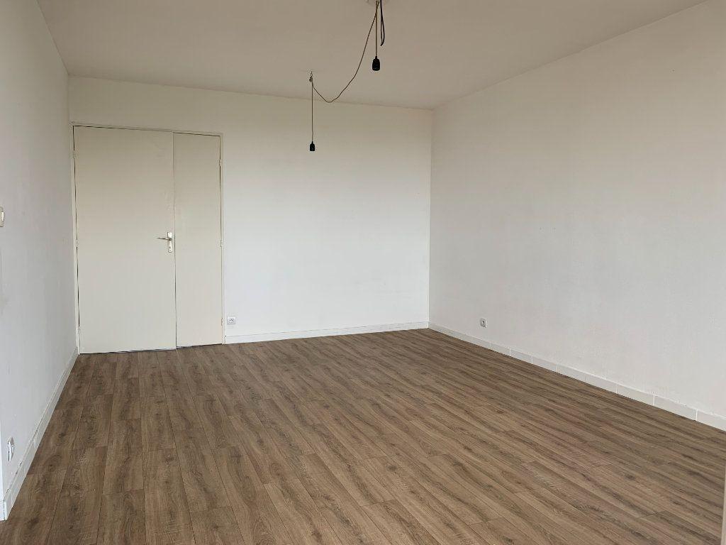 Appartement à louer 3 63.9m2 à Éguilles vignette-2