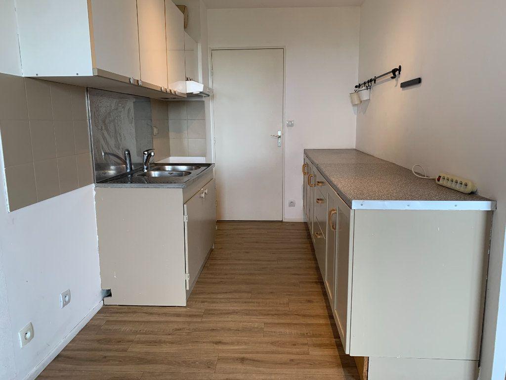 Appartement à louer 3 63.9m2 à Éguilles vignette-3
