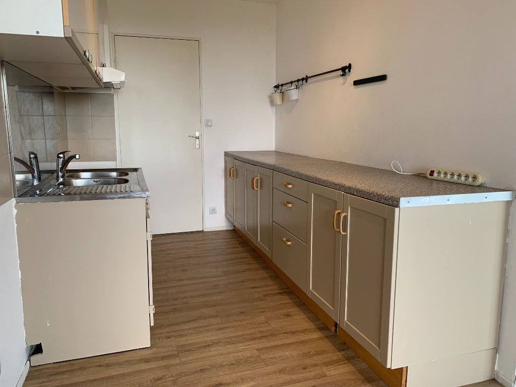 Appartement à louer 3 63.9m2 à Éguilles vignette-4