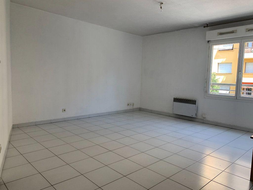 Appartement à louer 2 48.4m2 à Aix-en-Provence vignette-1