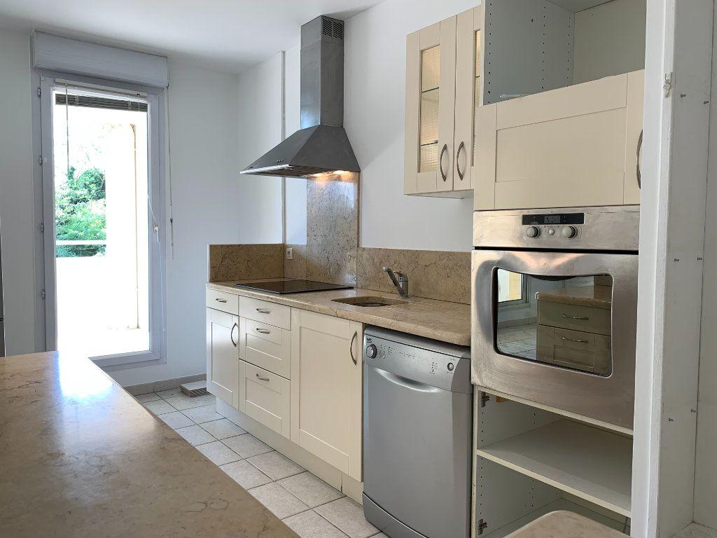 Appartement à louer 3 69.7m2 à Aix-en-Provence vignette-1