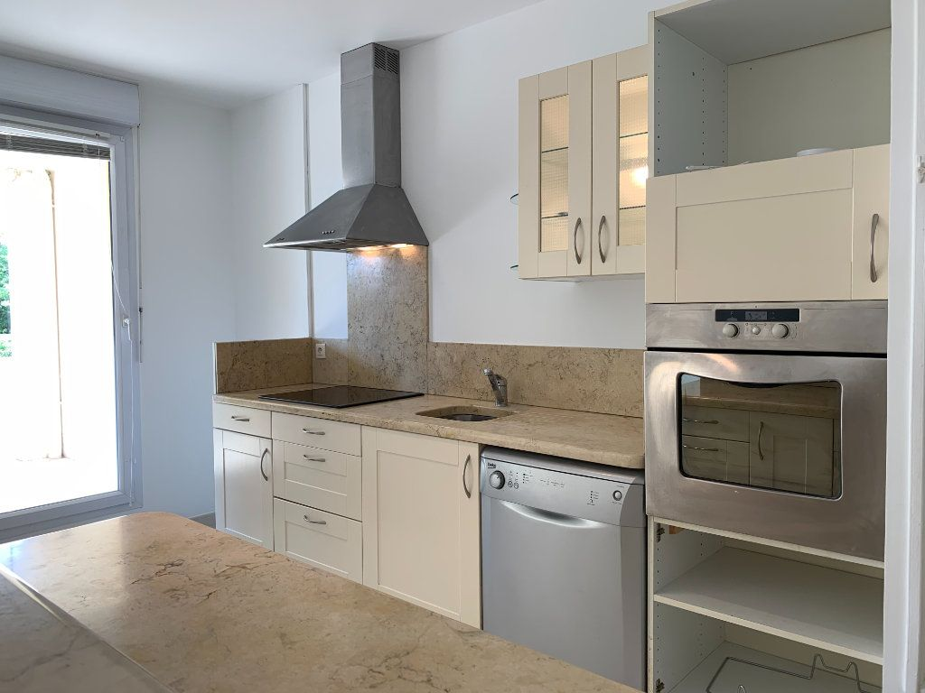 Appartement à louer 3 69.7m2 à Aix-en-Provence vignette-2