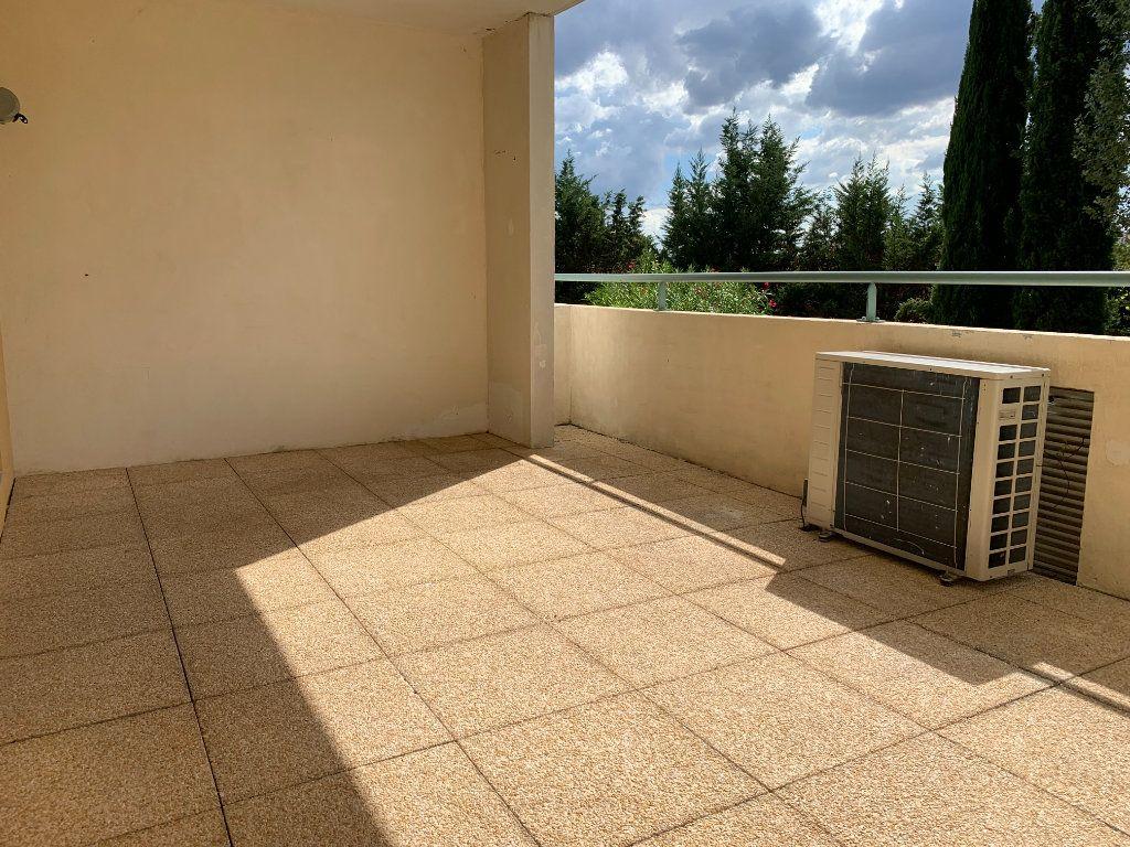 Appartement à louer 3 69.7m2 à Aix-en-Provence vignette-4