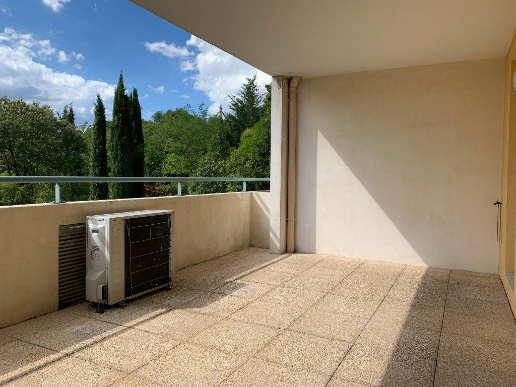 Appartement à louer 3 69.7m2 à Aix-en-Provence vignette-5