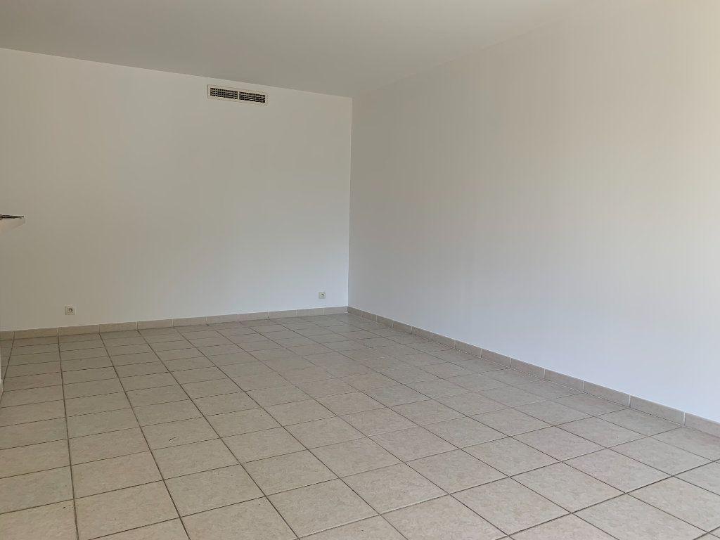 Appartement à louer 3 69.7m2 à Aix-en-Provence vignette-6