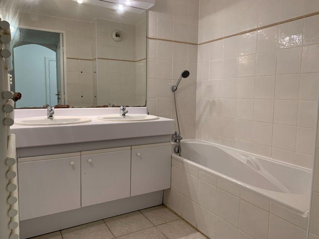 Appartement à louer 3 69.7m2 à Aix-en-Provence vignette-7