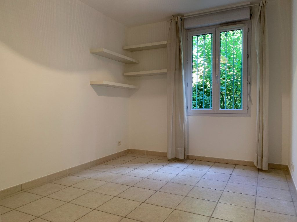 Appartement à louer 3 69.7m2 à Aix-en-Provence vignette-9