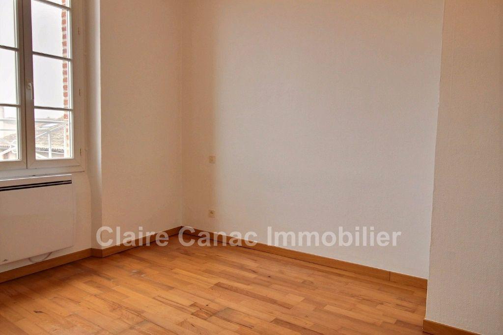 Appartement à louer 2 37m2 à Saint-Sulpice-la-Pointe vignette-2