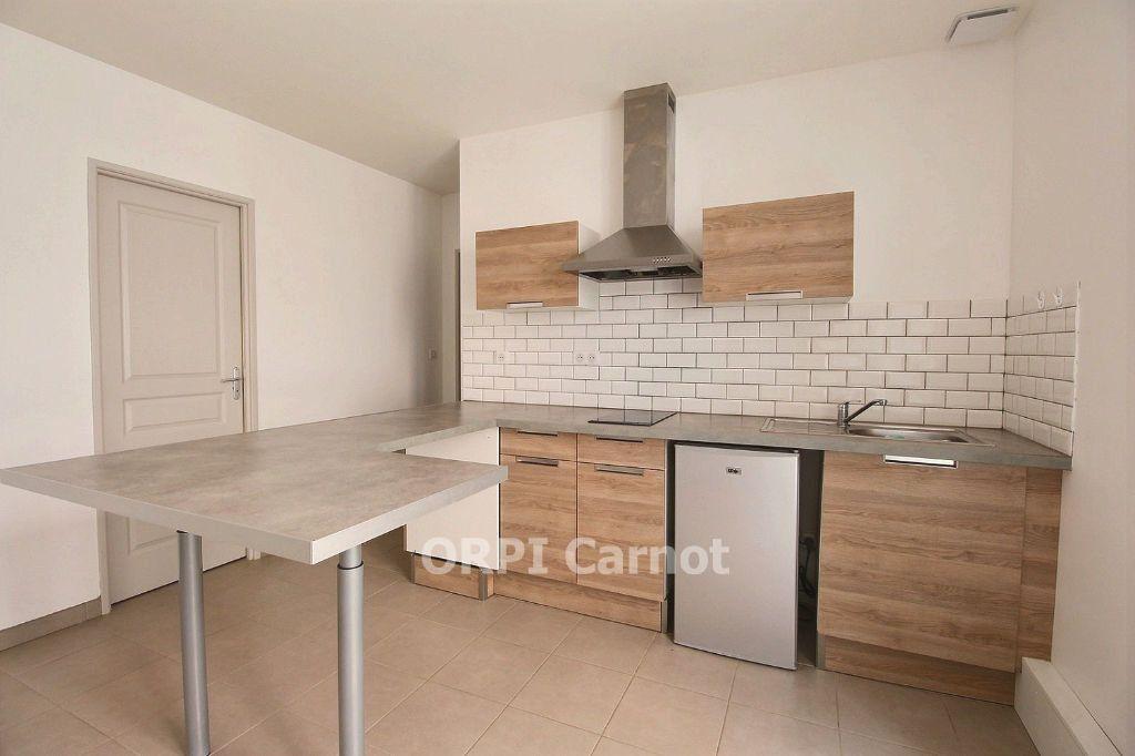 Appartement à louer 3 62.87m2 à Castres vignette-2
