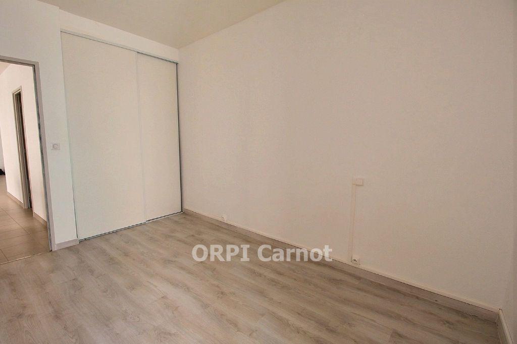 Appartement à louer 3 62.87m2 à Castres vignette-5