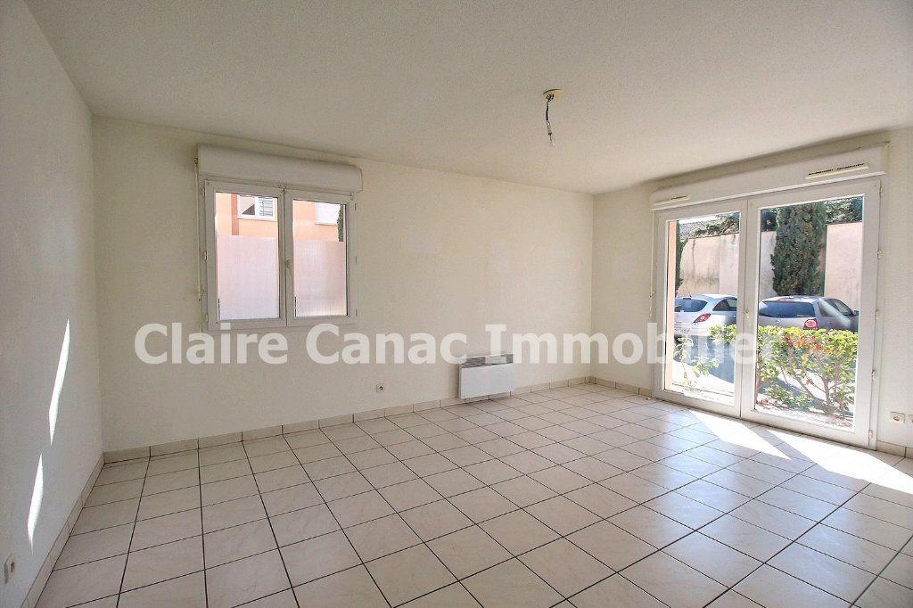Appartement à louer 3 61.8m2 à Castres vignette-1