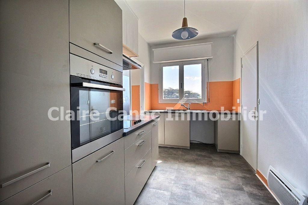 Appartement à louer 4 109.21m2 à Castres vignette-1