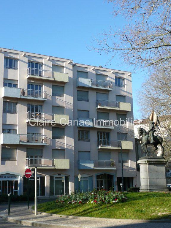Appartement à louer 4 109.21m2 à Castres vignette-11