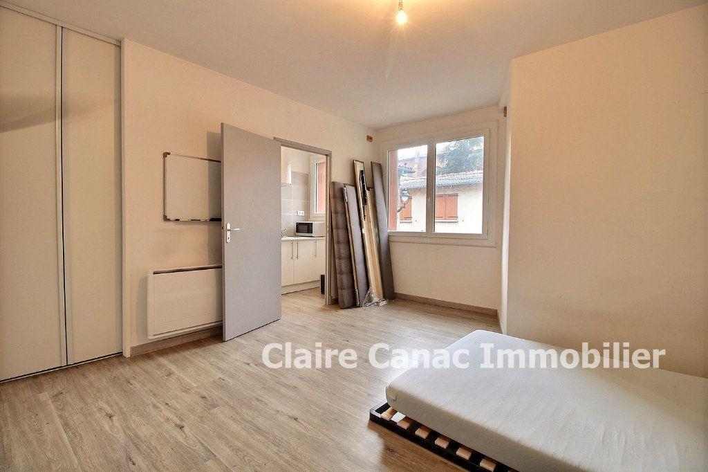 Appartement à louer 1 32m2 à Lavaur vignette-1