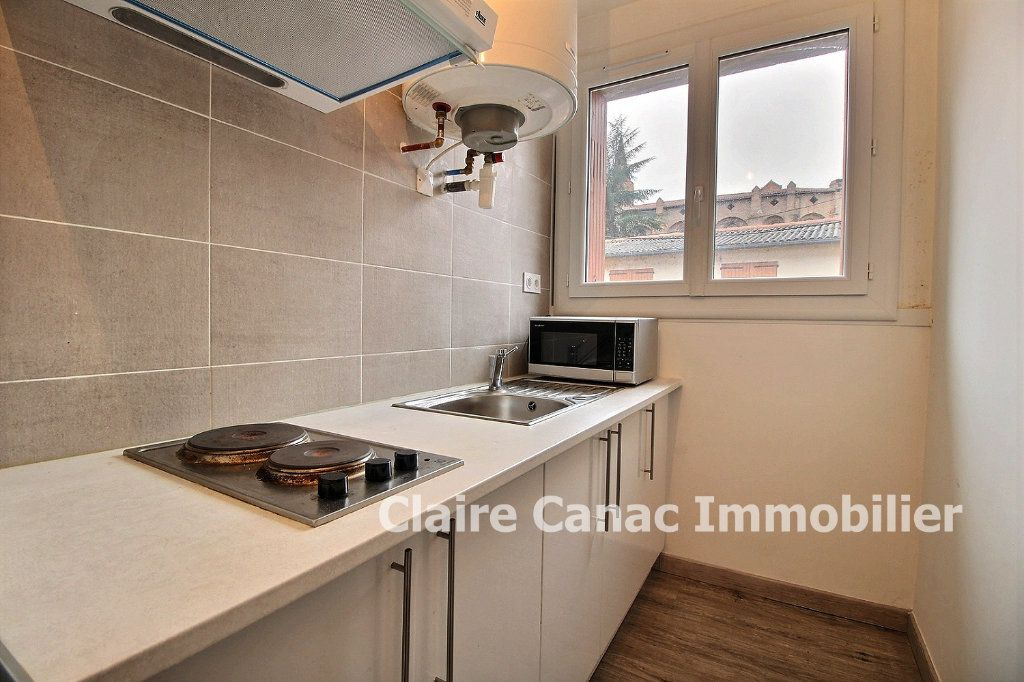 Appartement à louer 1 32m2 à Lavaur vignette-2