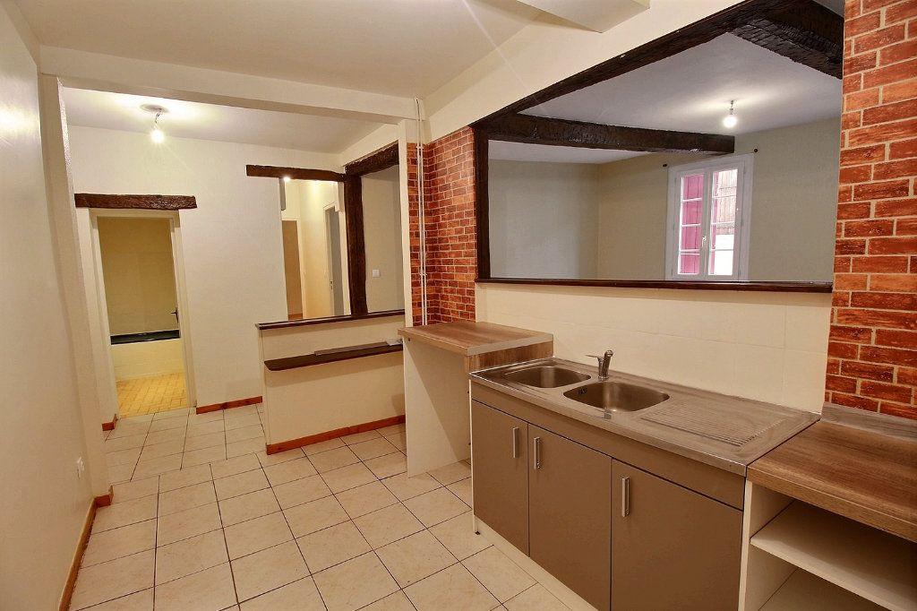 Appartement à louer 3 63.2m2 à Castres vignette-2