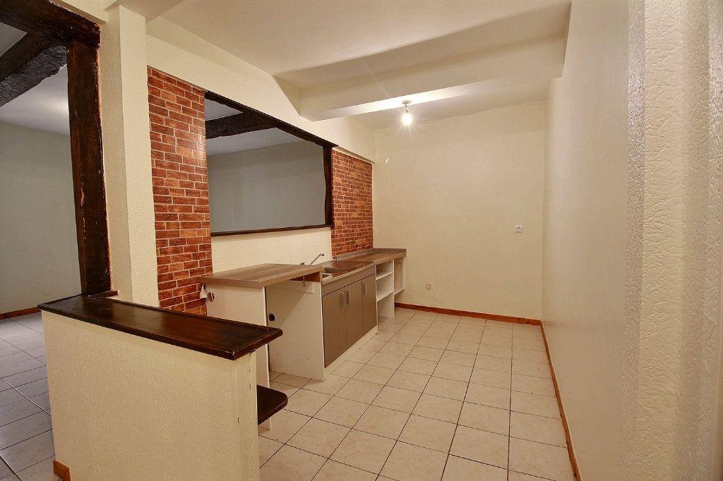 Appartement à louer 3 63.2m2 à Castres vignette-3